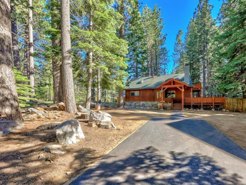 New 4 Beds 2 Baths Single Family Listing in South Lake Tahoe!