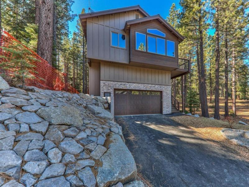 New 4 Beds 3 Baths Single Family Listing in South Lake Tahoe!