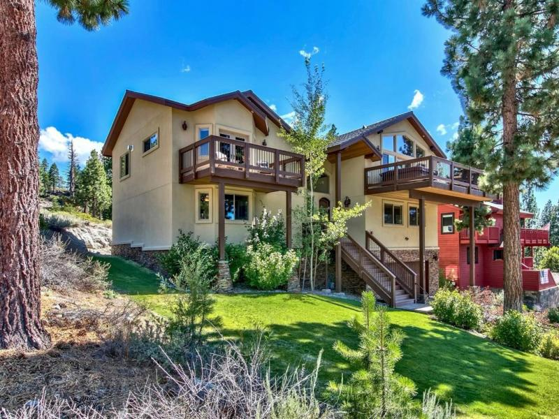 New 4 Beds 4.5 Baths Single Family Listing in South Lake Tahoe!
